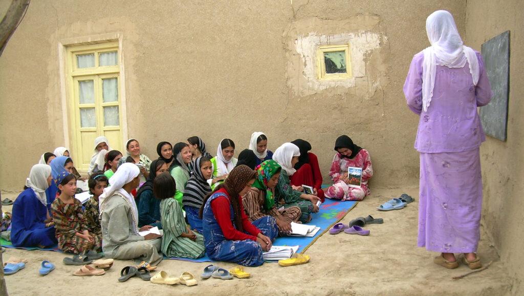 Nenes a escola de l'Afganistan.